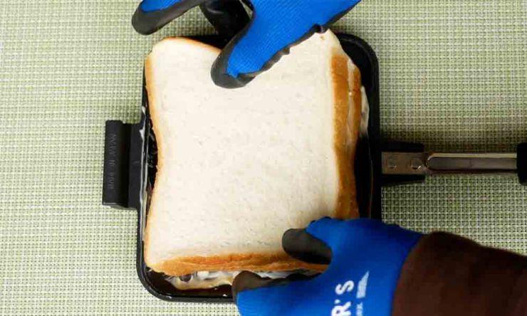 食パン乗せる