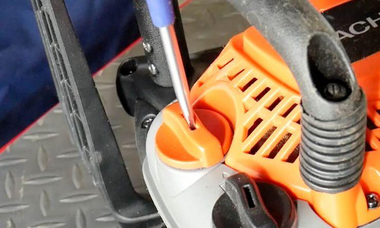 燃料油キャップを開ける