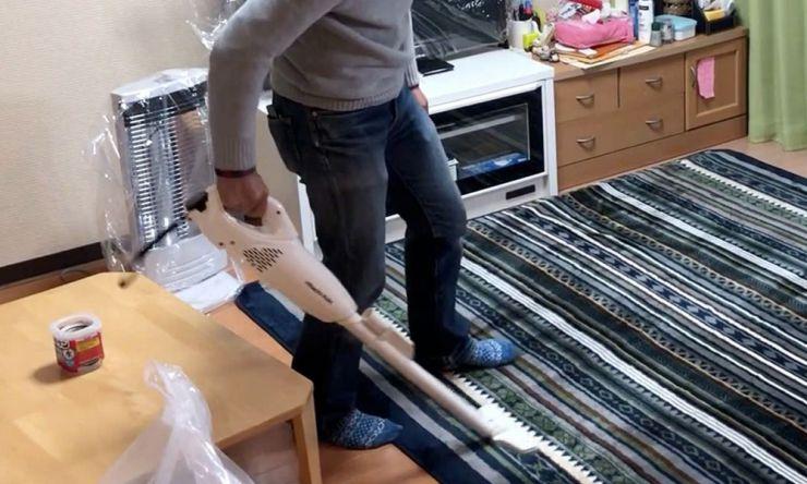 掃除機をかける