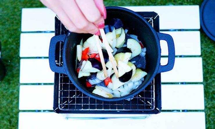 野菜炒める