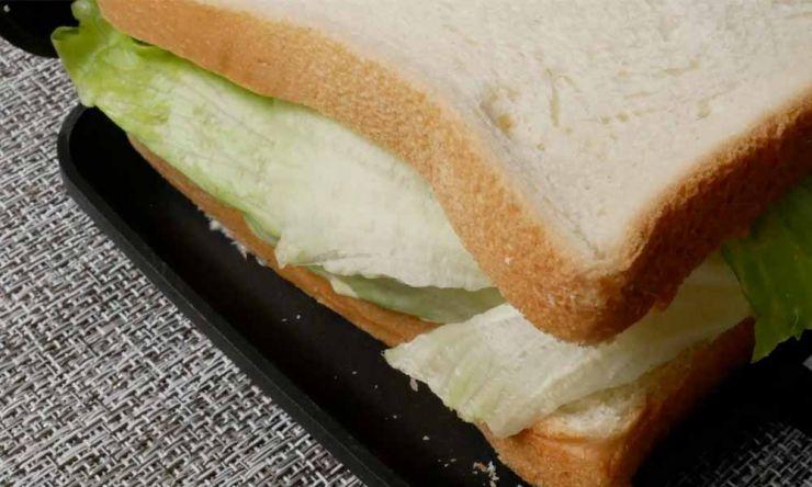分厚いサンドイッチ