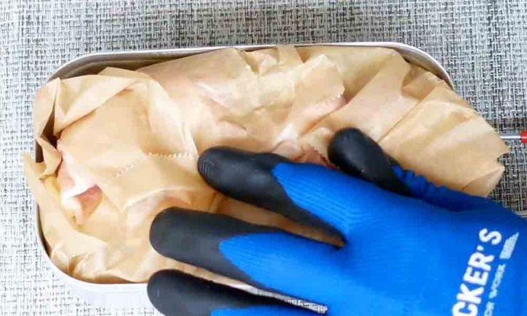 お好み焼きなど蒸し焼きの場合は覆うようにクッキングペーパーを被せる