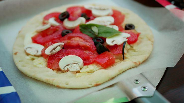 盛り付けたピザ