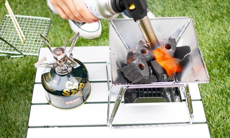 成型炭に火を付ける